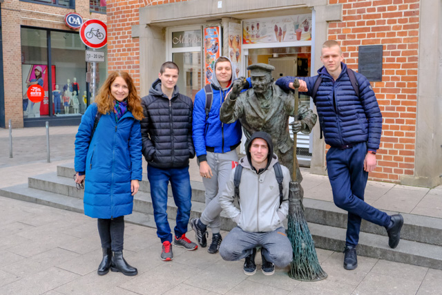 Leedu linnast Vilkija pärit praktikandid Schwerinis.