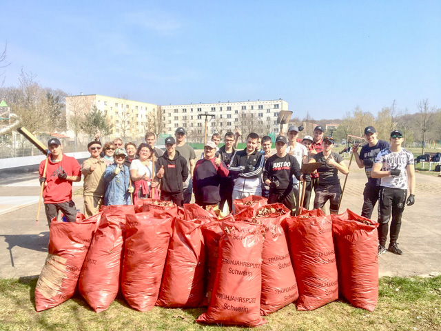Mācekļi no Latvijas un Lietuvas palīdz 2019. gada Šverīnes pavasara tīrīšanā